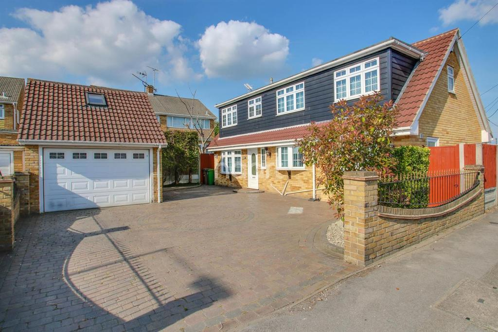 4 Bedrooms Detached House for sale in Church Road, Benfleet