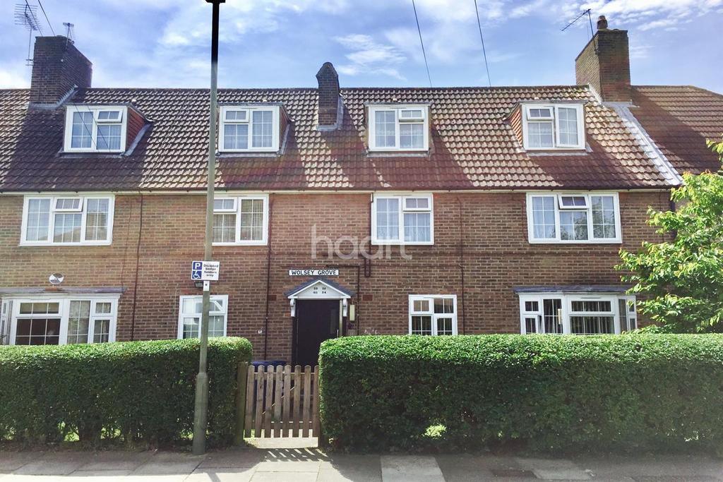 2 Bedrooms Flat for sale in Wolsey Grove, Edgware, HA8