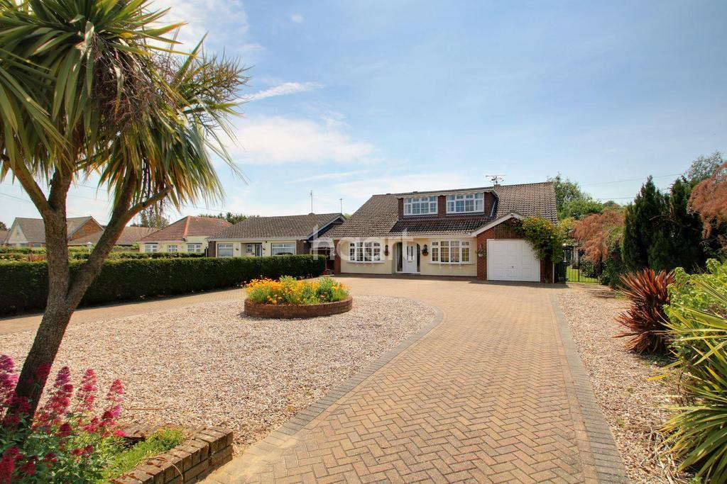 5 Bedrooms Detached House for sale in Point Clear Road, St Osyth
