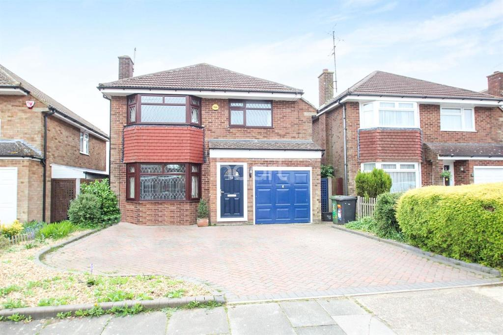 5 Bedrooms Detached House for sale in A Family Affair In Putteridge
