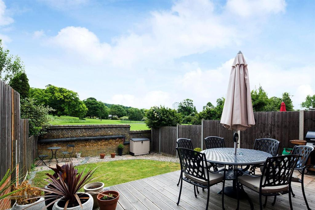 3 Bedrooms Terraced House for sale in Shooters Hill, SE18