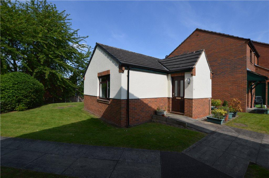 2 Bedrooms Semi Detached Bungalow for sale in Sandal Hall Mews, Wakefield, West Yorkshire