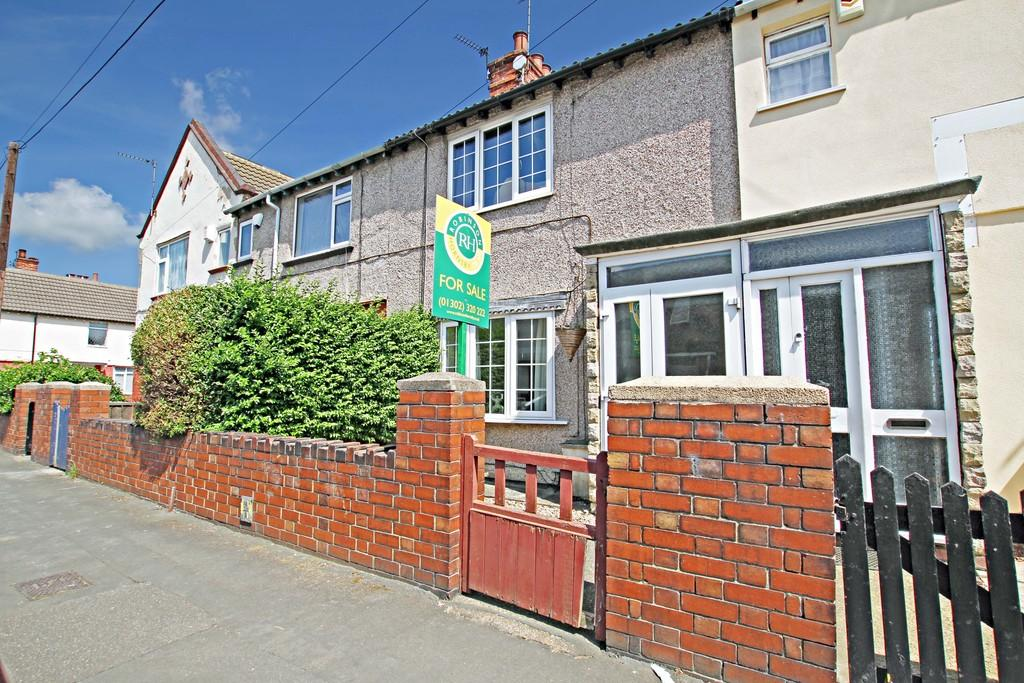 3 Bedrooms Terraced House for sale in Asquith Road, Bentley