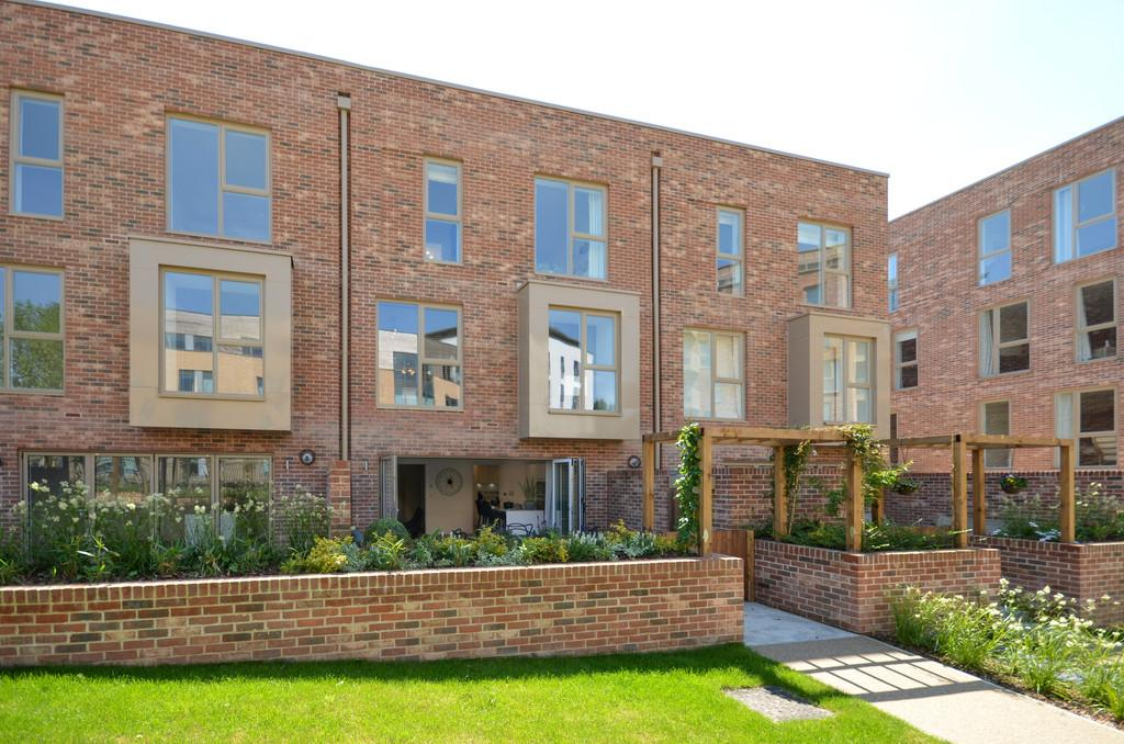 5 Bedrooms Town House for sale in Harrison Drive, Cambridge