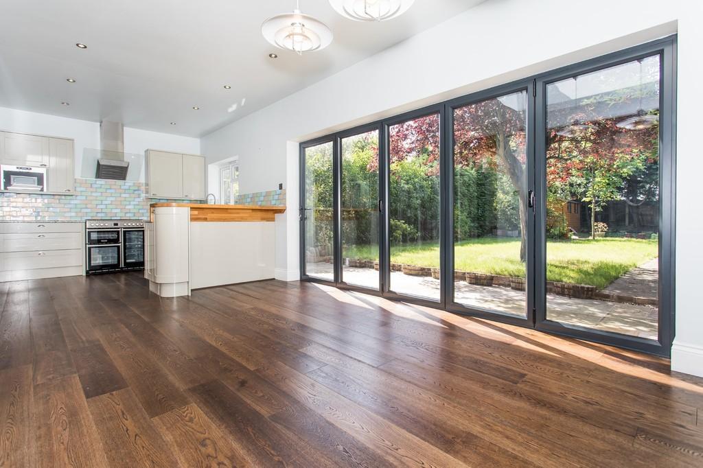 3 Bedrooms Semi Detached House for sale in Eltham Hill, Eltham SE9