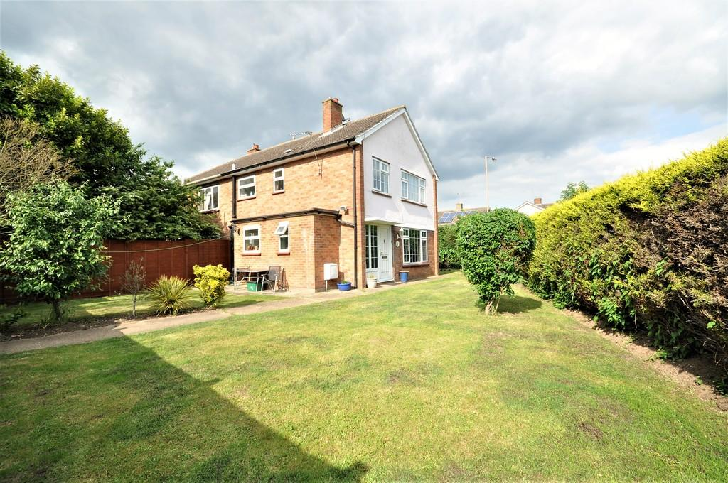 3 Bedrooms Semi Detached House for sale in Winstree Road, Stanway, West Colchester