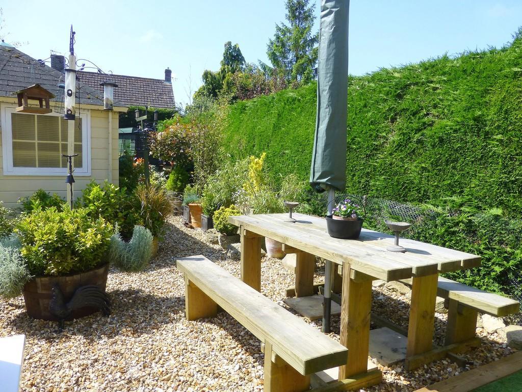 Elmfield bradford on avon 3 bed end of terrace house for for 14 m4s garden terrace