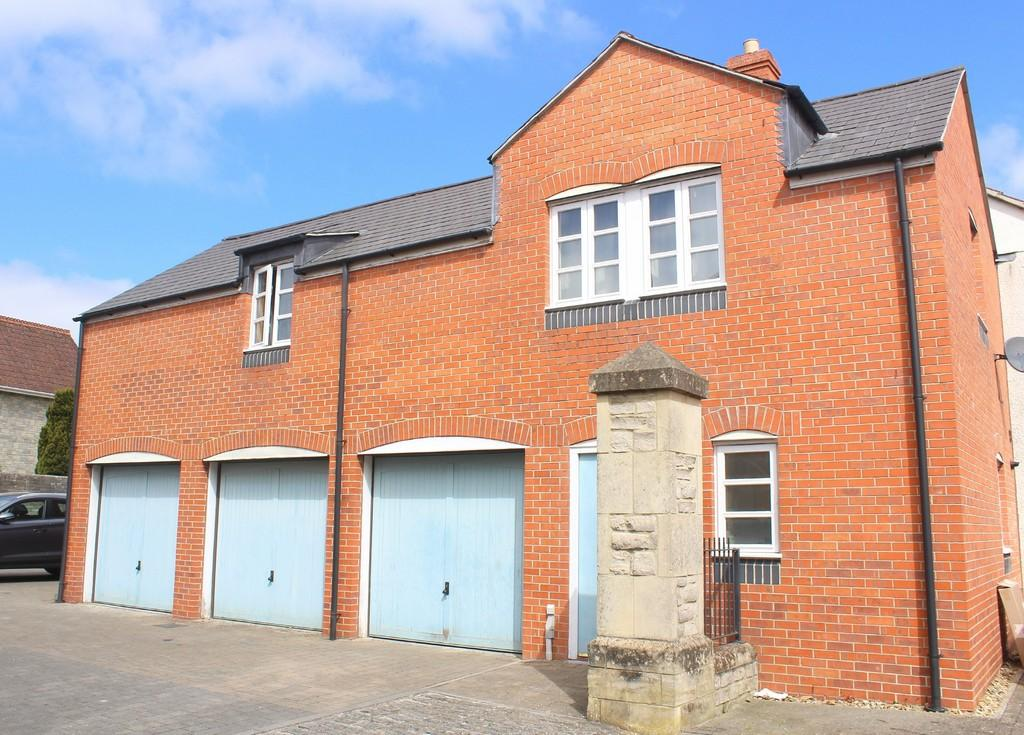 2 Bedrooms Maisonette Flat for sale in Norah Fry Avenue, Shepton Mallet