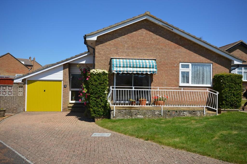 2 Bedrooms Detached Bungalow for sale in Plover Close, Sandown