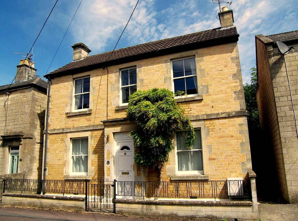 3 Bedrooms Detached House for sale in Hastings Road, Corsham