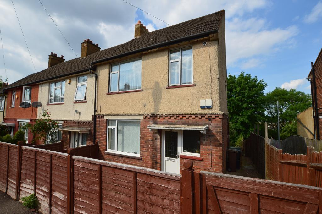 3 Bedrooms End Of Terrace House for sale in Corncastle Road, South Luton, Luton, LU1 5HD