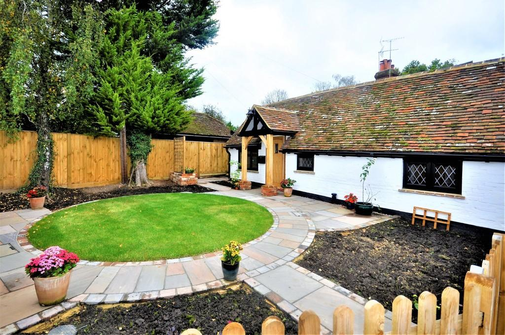 2 Bedrooms Semi Detached Bungalow for sale in Ewhurst Road, Cranleigh