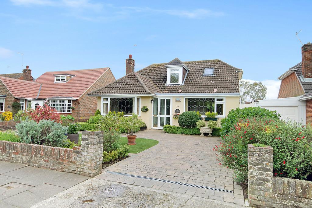 3 Bedrooms Chalet House for sale in Parklands Avenue, Goring-by-sea, Worthing BN12 4NH