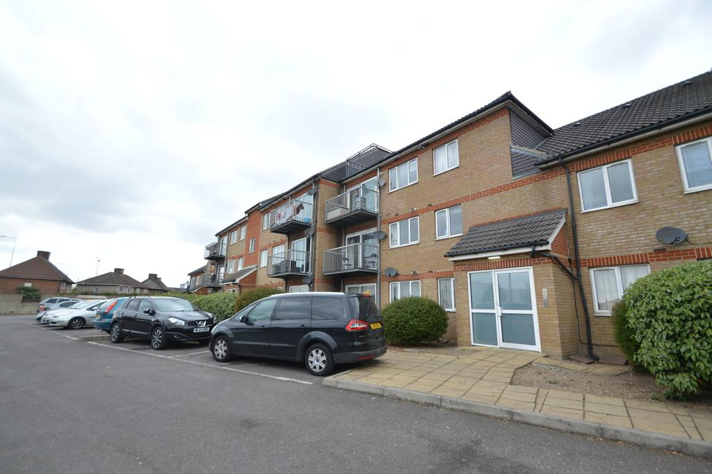 2 Bedrooms Apartment Flat for sale in Castle Road, Dagenham