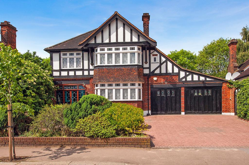 4 Bedrooms Detached House for sale in Monkhams Drive, Woodford Green