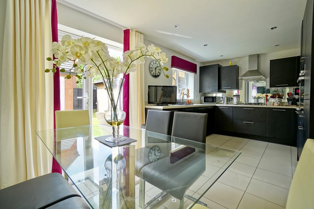 3 Bedrooms End Of Terrace House for sale in Prince Georges Drive, Sandy