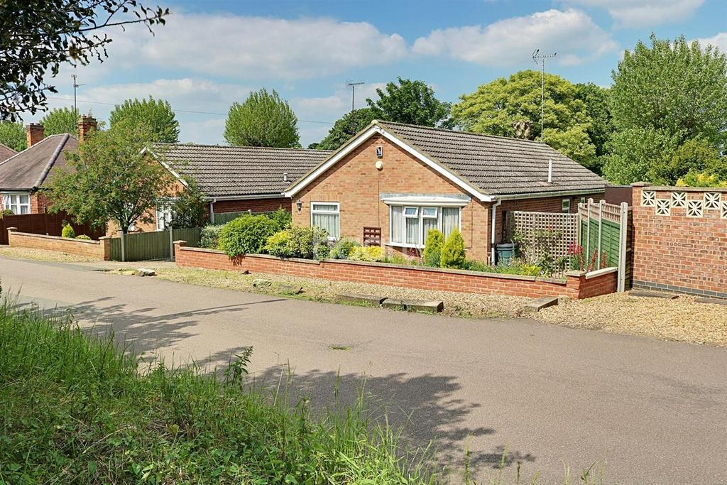 3 Bedrooms Bungalow for sale in Woodland Road, Rushden
