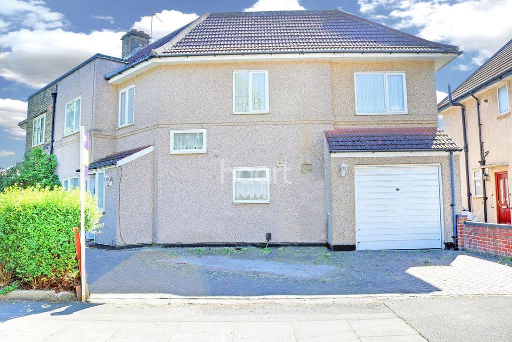 4 Bedrooms Semi Detached House for sale in Slyvan Way, Dagenham