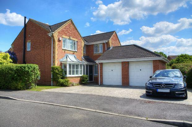4 Bedrooms Detached House for sale in Paddick Drive, Lower Earley, Reading