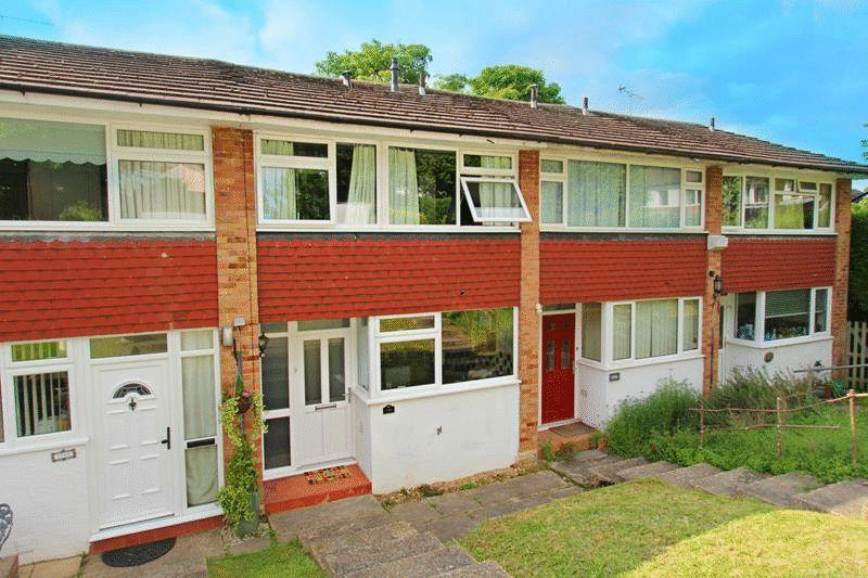 2 Bedrooms Terraced House for sale in Croydon Road, Caterham