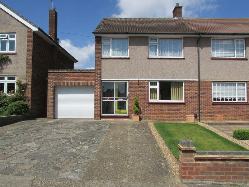 3 Bedrooms Semi Detached House for sale in Spurrell Avenue, Bexley