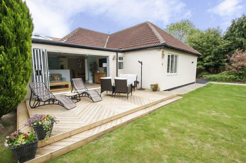 3 Bedrooms Detached Bungalow for sale in The Green, Stockton, TS17 0AN
