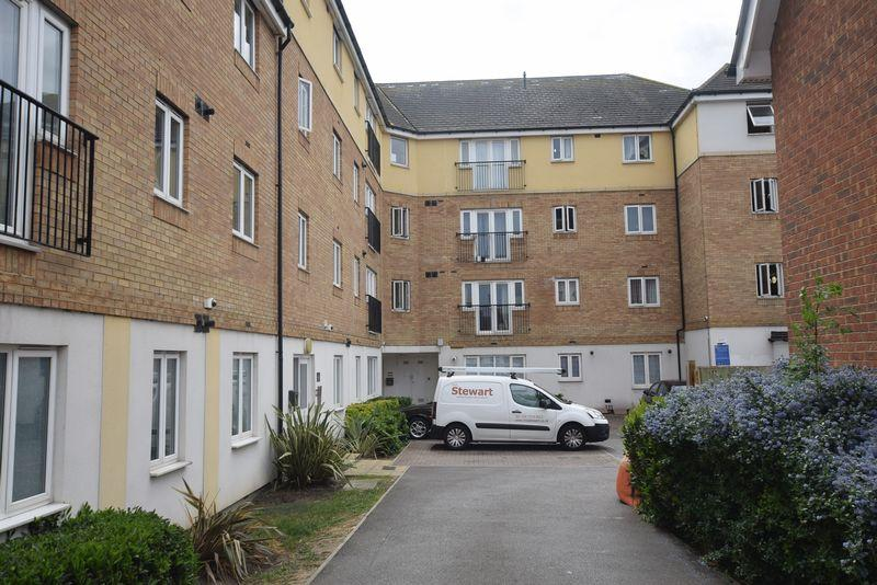 2 Bedrooms Apartment Flat for sale in Pettacre Close, West Thamesmead