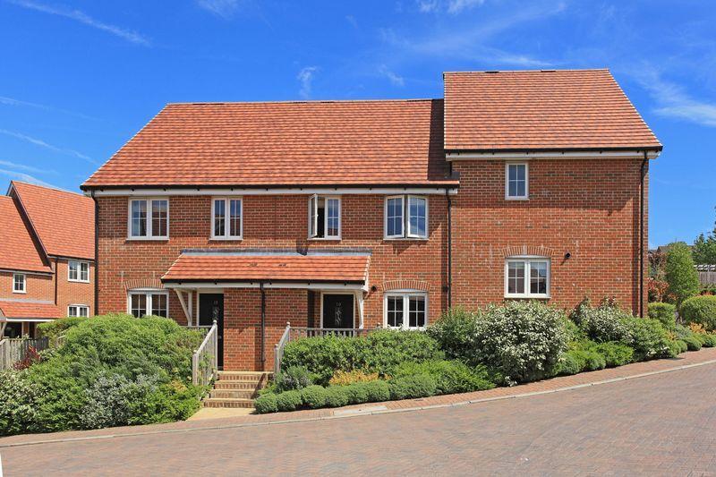 3 Bedrooms Terraced House for sale in Treetops Way, Heathfield, East Sussex