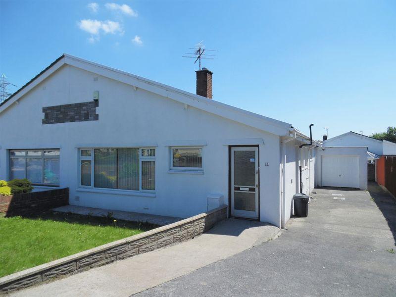 3 Bedrooms Semi Detached Bungalow for sale in Castle View Bridgend CF31 1HL