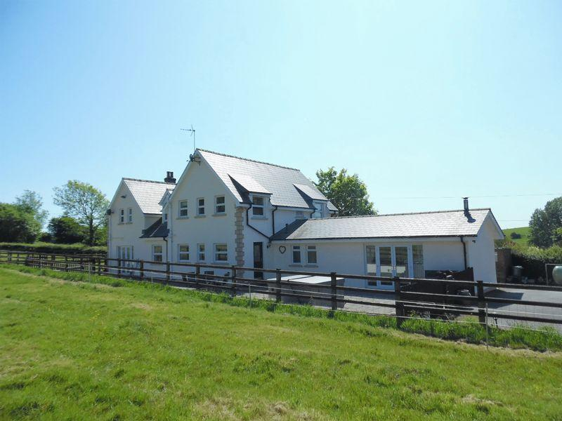 4 Bedrooms Detached House for sale in Bron Y Deri Smallholdings Coity Bridgend CF35 6BW