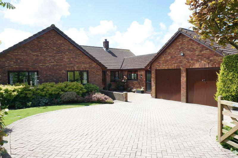 4 Bedrooms Detached Bungalow for sale in Oak Lane, Whitstone, Holsworthy