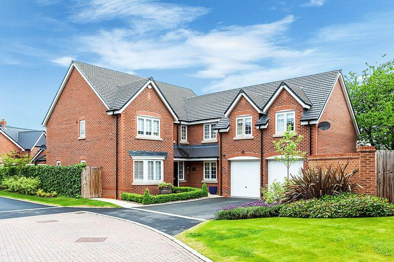 5 Bedrooms Detached House for sale in Shakerley Place, Congleton