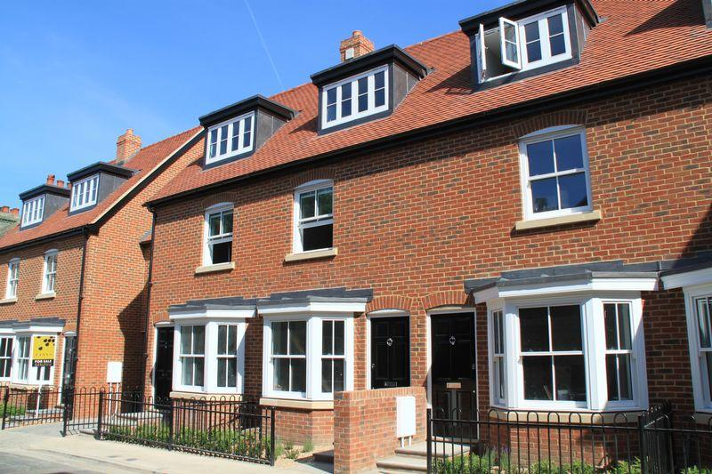 3 Bedrooms Terraced House for sale in Sudbury Mews, Pound Lane, Canterbury