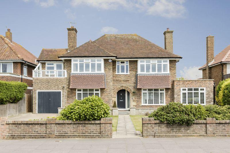 4 Bedrooms Detached House for sale in GORING SEAFRONT