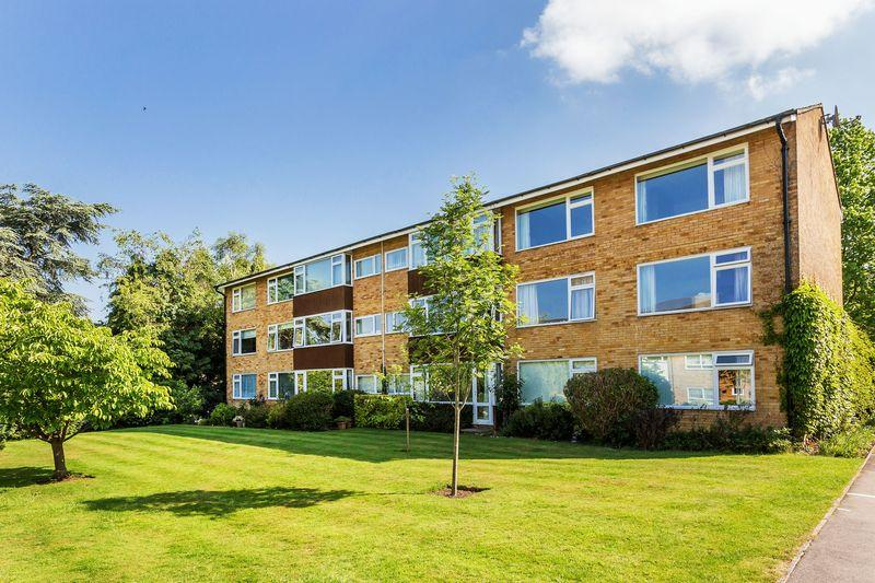 3 Bedrooms Apartment Flat for sale in Boxgrove