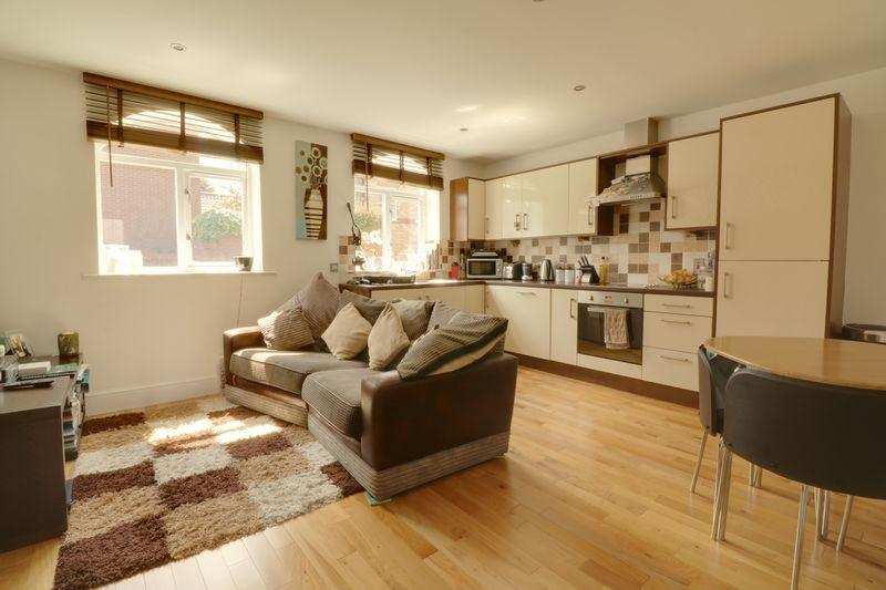 2 Bedrooms Apartment Flat for sale in Brigg Road, Barton-Upon-Humber