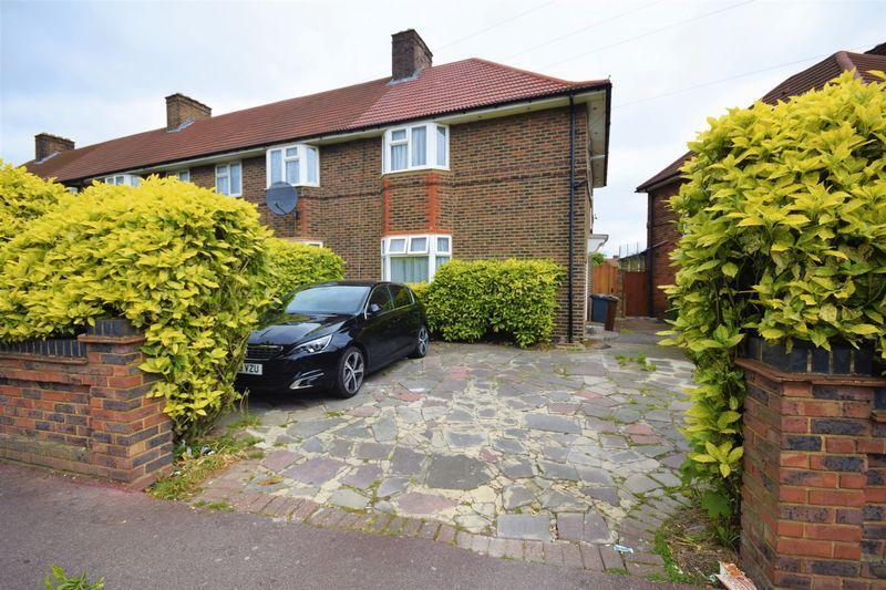 3 Bedrooms Semi Detached House for sale in Broad Street, Dagenham