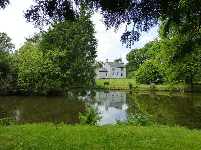 2 Bedrooms Detached House for sale in Cerrigceinwen