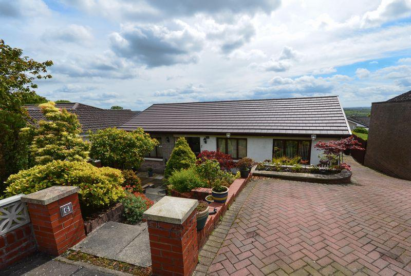 3 Bedrooms Detached Bungalow for sale in Castle Grove, Kilsyth