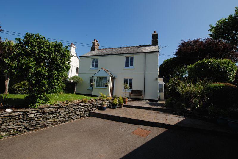 4 Bedrooms Detached House for sale in Venterdon, Callington