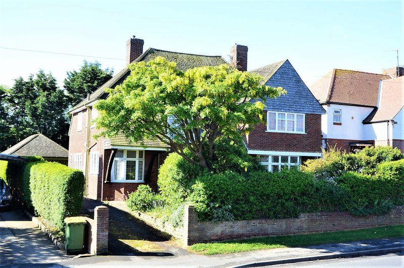 5 Bedrooms Detached House for sale in Stakesby Road, Whitby