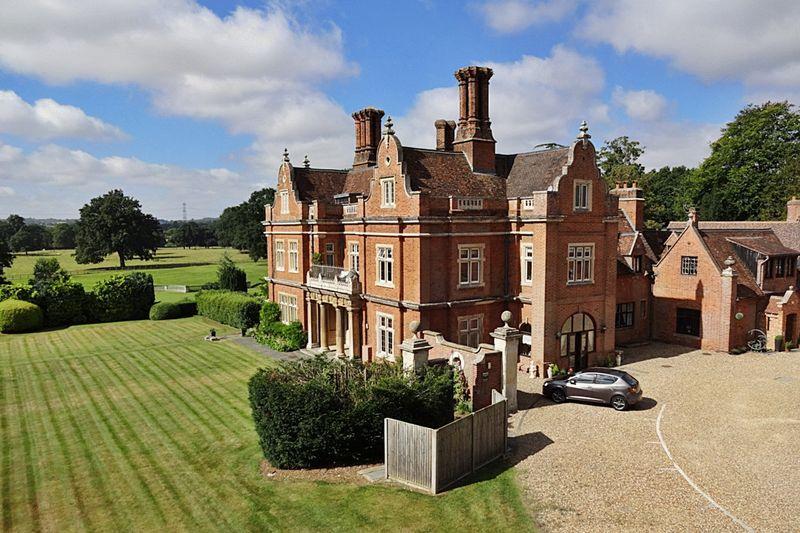 3 Bedrooms Apartment Flat for sale in Westoning Manor, Manor Gardens, Westoning