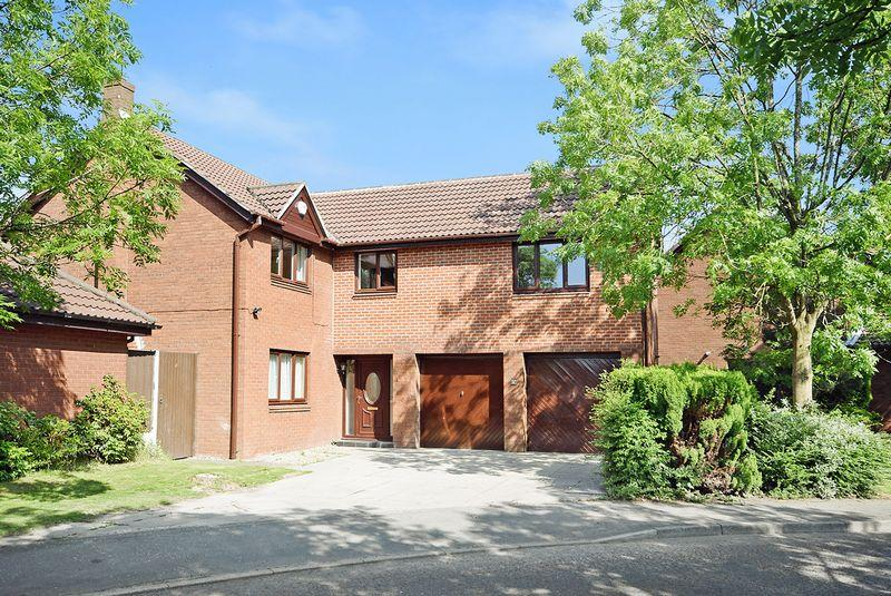 5 Bedrooms Detached House for sale in Clanfield Avenue, WIDNES