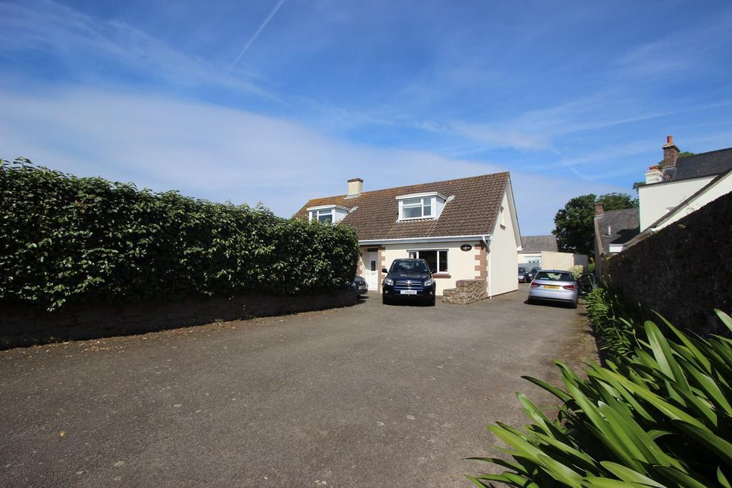 4 Bedrooms Detached Bungalow for sale in Rue Des Marettes, St Martin, Jersey, JE3