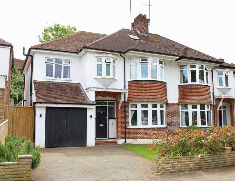 4 Bedrooms Semi Detached House for sale in Farm Fields, Sanderstead, Surrey