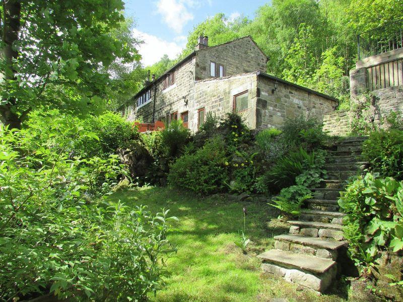 3 Bedrooms Semi Detached House for sale in Hollins, Hebden Bridge