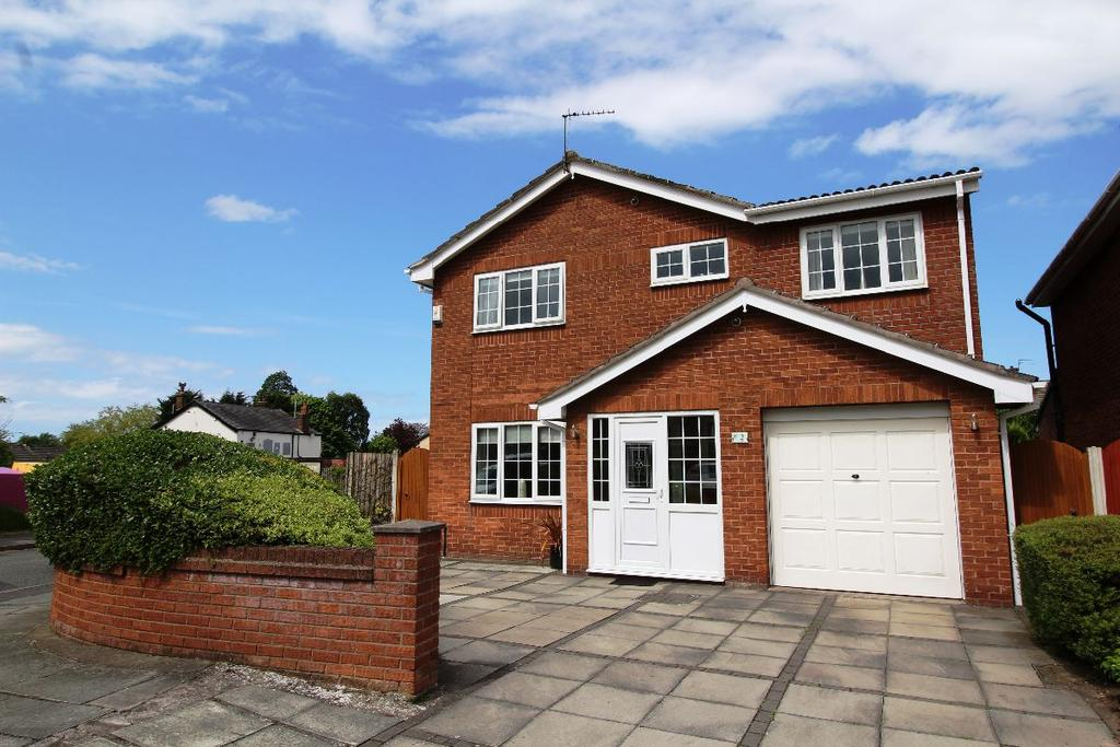 4 Bedrooms Detached House for sale in Woodleigh Close