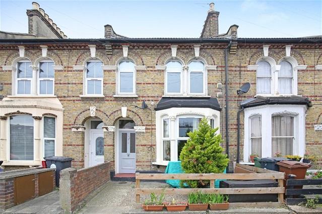 2 Bedrooms Flat for sale in Hughendon Terrace, Leyton High Road, Leyton