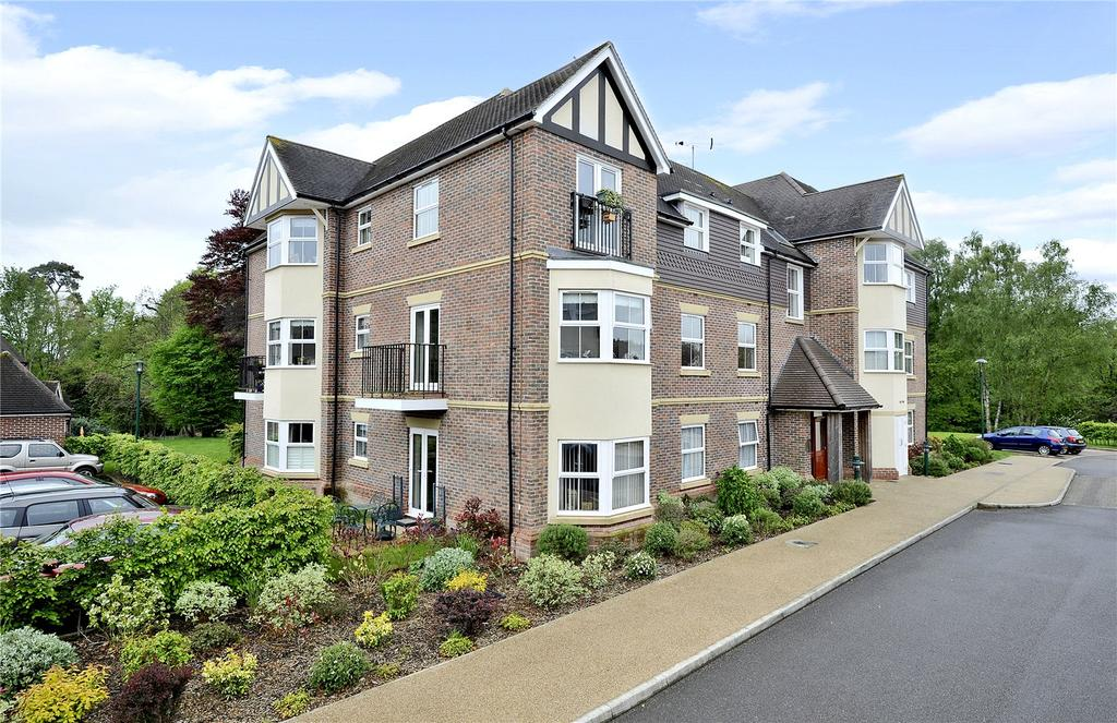 2 Bedrooms Retirement Property for sale in Flat 1 Burghley House, Bramshott Place, Tudor Court, Liphook, GU30