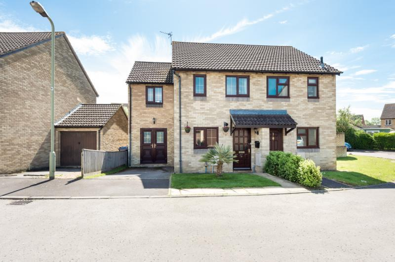 3 Bedrooms Semi Detached House for sale in Bryony Close, Cowley, Oxford